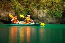 Chèo Kayak ở Hạ Long - Kỳ quan thiên nhiên thế giới