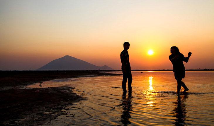 Cảnh hoàng hôn ở hồ Dầu Tiếng