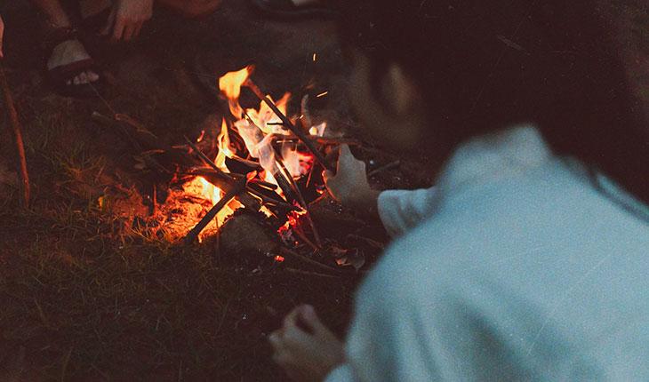 Cắm trại và nhóm lửa nướng BBQ