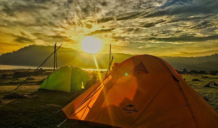 Khi mặt trời chuẩn bị xuống núi