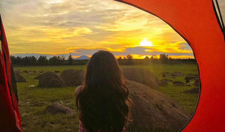 Ngắm cảnh bình minh khi cắm trại hồ Dầu Tiếng