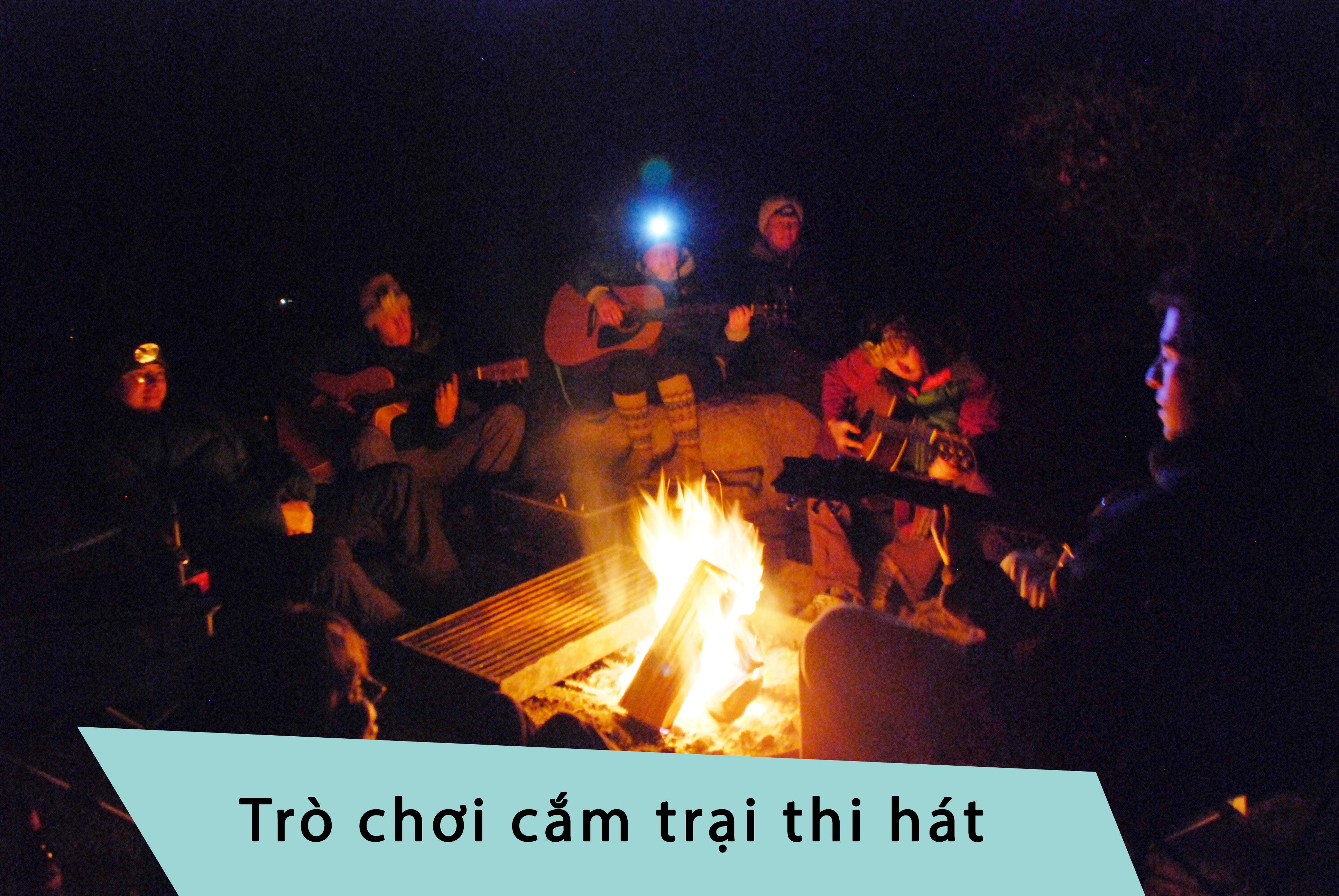 Trò chơi cắm trại thi hát